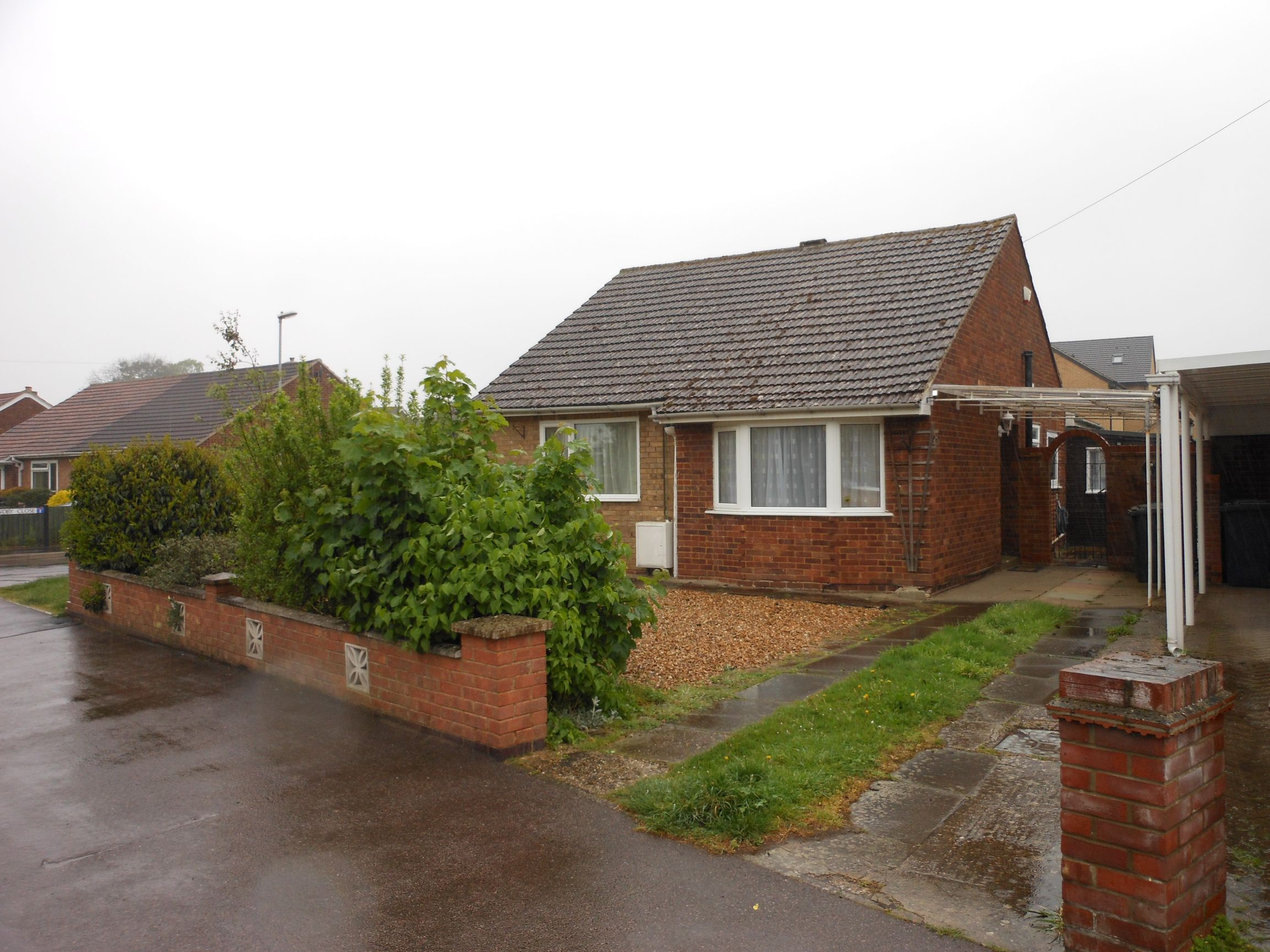 Detached Bungalow to rent let Little Paxton St Neots