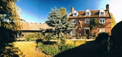 1 bedroom flat to rent nr Sandy  with private entrance in a farmhouse