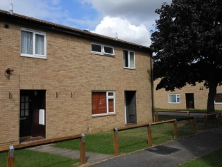 £725 PCMGodmanchester2 bed End of Terrace house